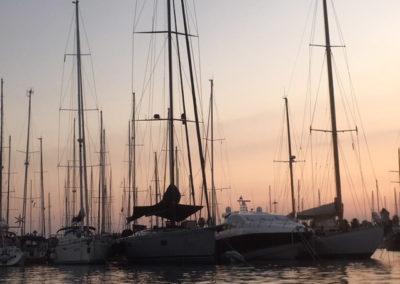 barche-mare-tramonto-porto-turistico